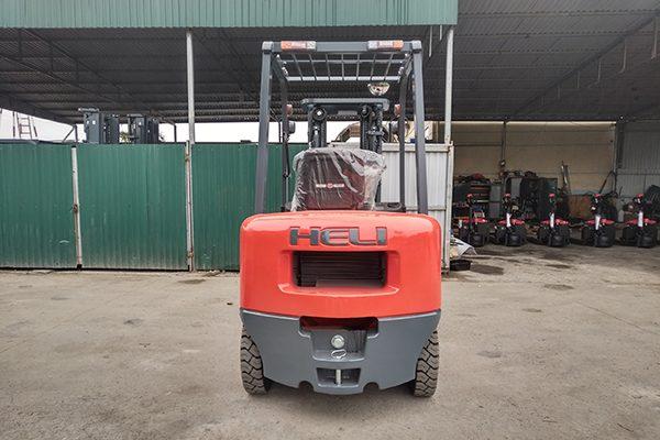 Xe nâng diesel 2.5 tấn