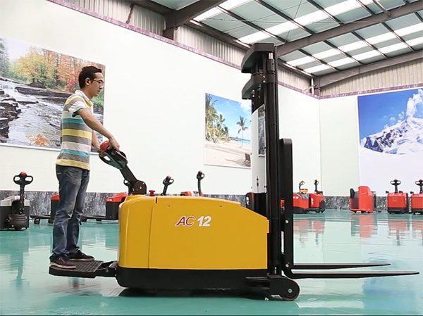 Xe nâng điện Heli CDD12-970