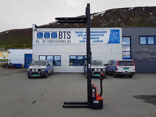 Xe nâng điện nâng cao 3 mét