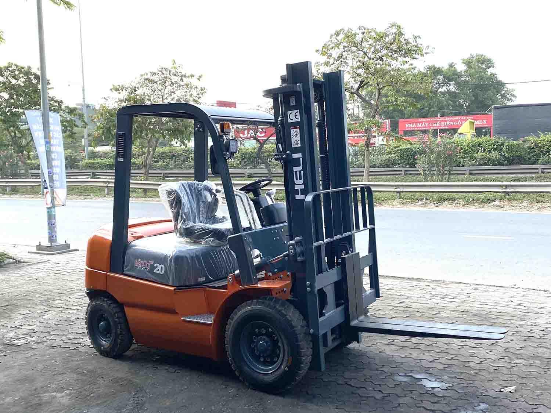 Xe nâng hàng Heli 2 tấn