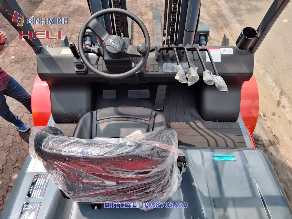 Khoang lái xe nâng Heli 6 tấn