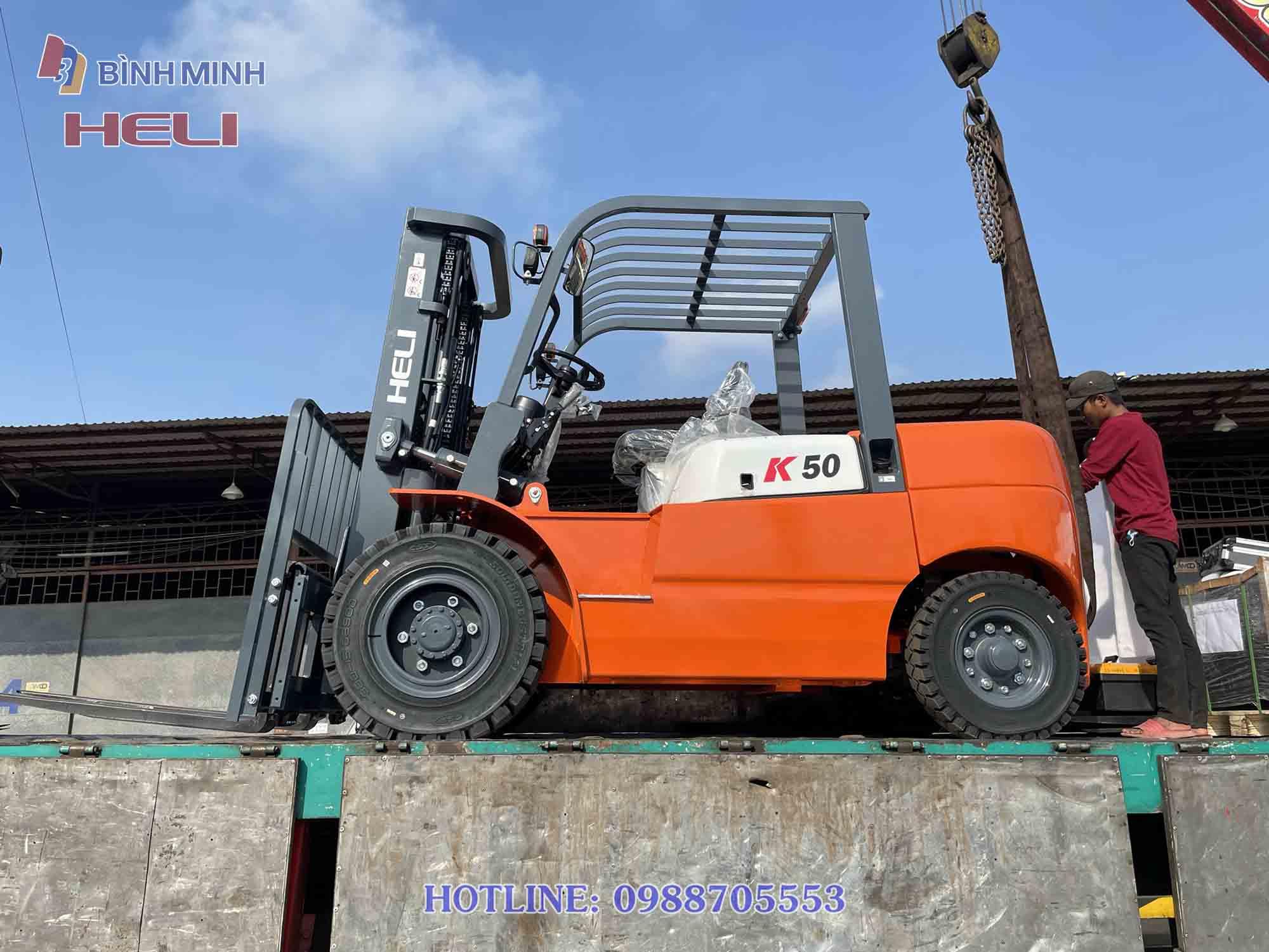 Xe nâng hàng Heli 5 tấn