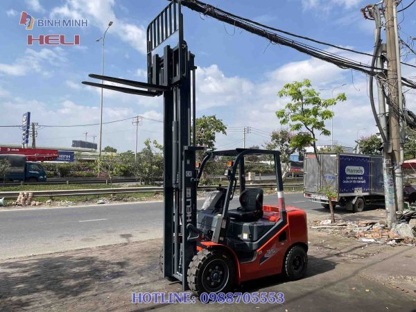 Xe nâng máy dầu 3.5 tấn Heli