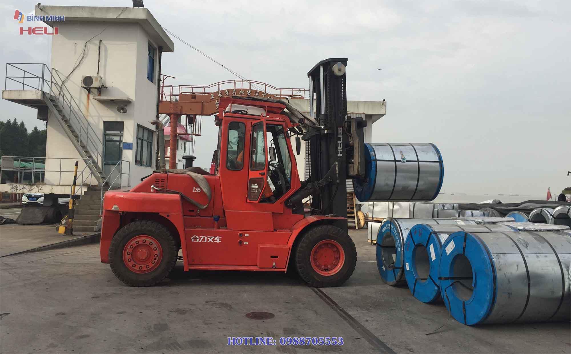 Xe nâng hàng HELI 13.5 tấn